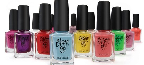 [تصویر:  d2e2e1fdbc72bd34_Bloom-nail-polish-003-550x250.jpg]